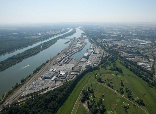 Freie Lagerflächen im Hafen Wien, auch prädestiniert als Umschlagsplatz für die Bauwirtschaft, Jetzt Anfragen